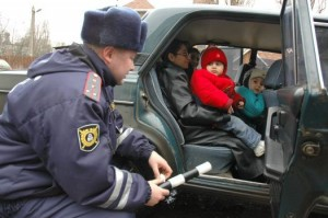 Какой штраф за перевозку детей без кресла в России и на Украине