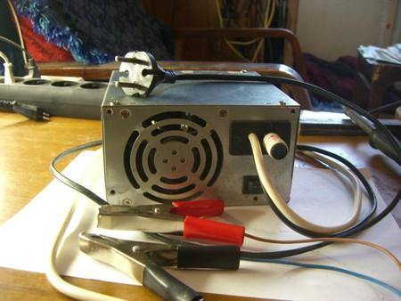 Как сделать зарядное устройство для батареек своими 552
